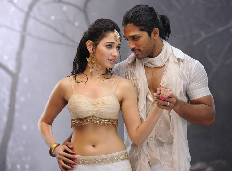 Indian-Tollywood-film-telugu-movie-Allu-Arjun-Tamanna-starring-Badrinath