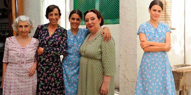 Sira Quiroga vestido azul cielo con flores. El tiempo entre costuras. Capítulo 2.
