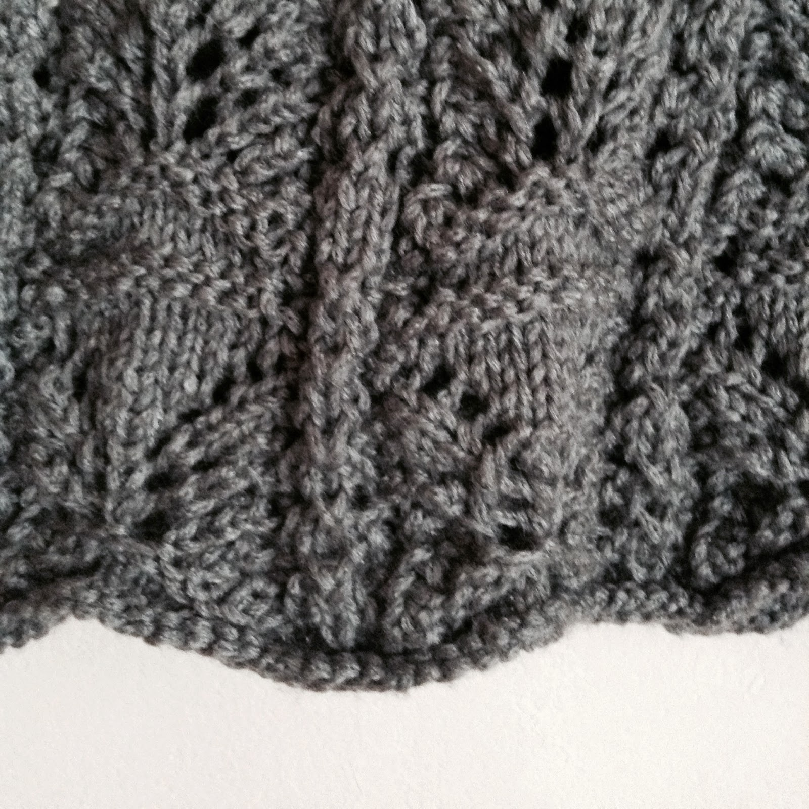 détail tricot tunique grise schachenmayr