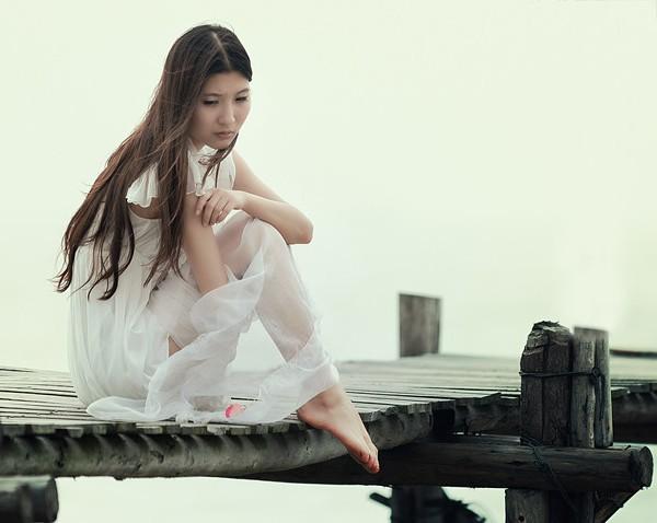 如果昨天是今天 (rú guǒ zuó tiān shì jīn tiān) - If yesterday were today 我要留你在身边 (wǒ yào liú nǐ zài shēn biān) - I want you to be by my side