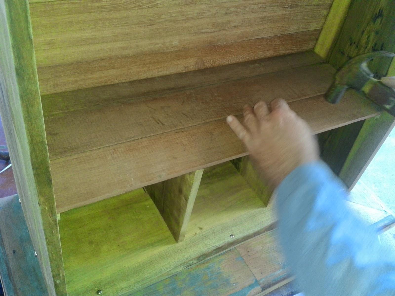 fixar as divisórias para garrafões cortar as madeiras de cedrinho  #15B2B6 1600x1200