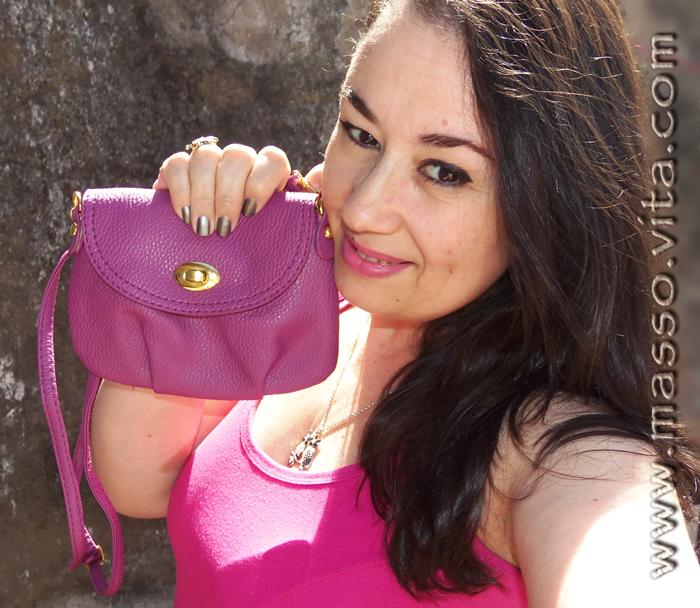Bolsa pequena na cor púrpura