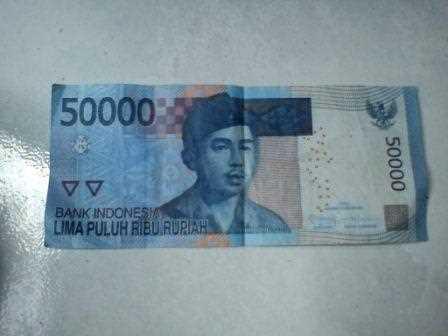 Gambar seni origami dari uang