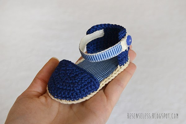 Baby crochet sandals in blu - besenseless.blogspot.com