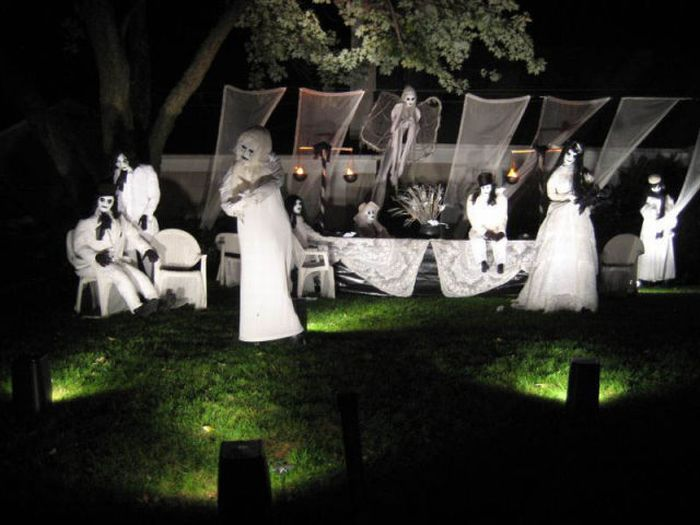 Damn Cool Pictures  Spooky Halloween Front Yard Decorations