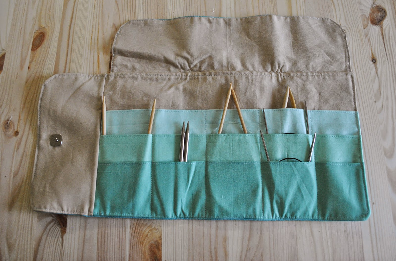 circular knitting needle roll case inside