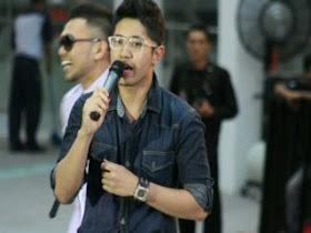 Sebagai Penyanyi