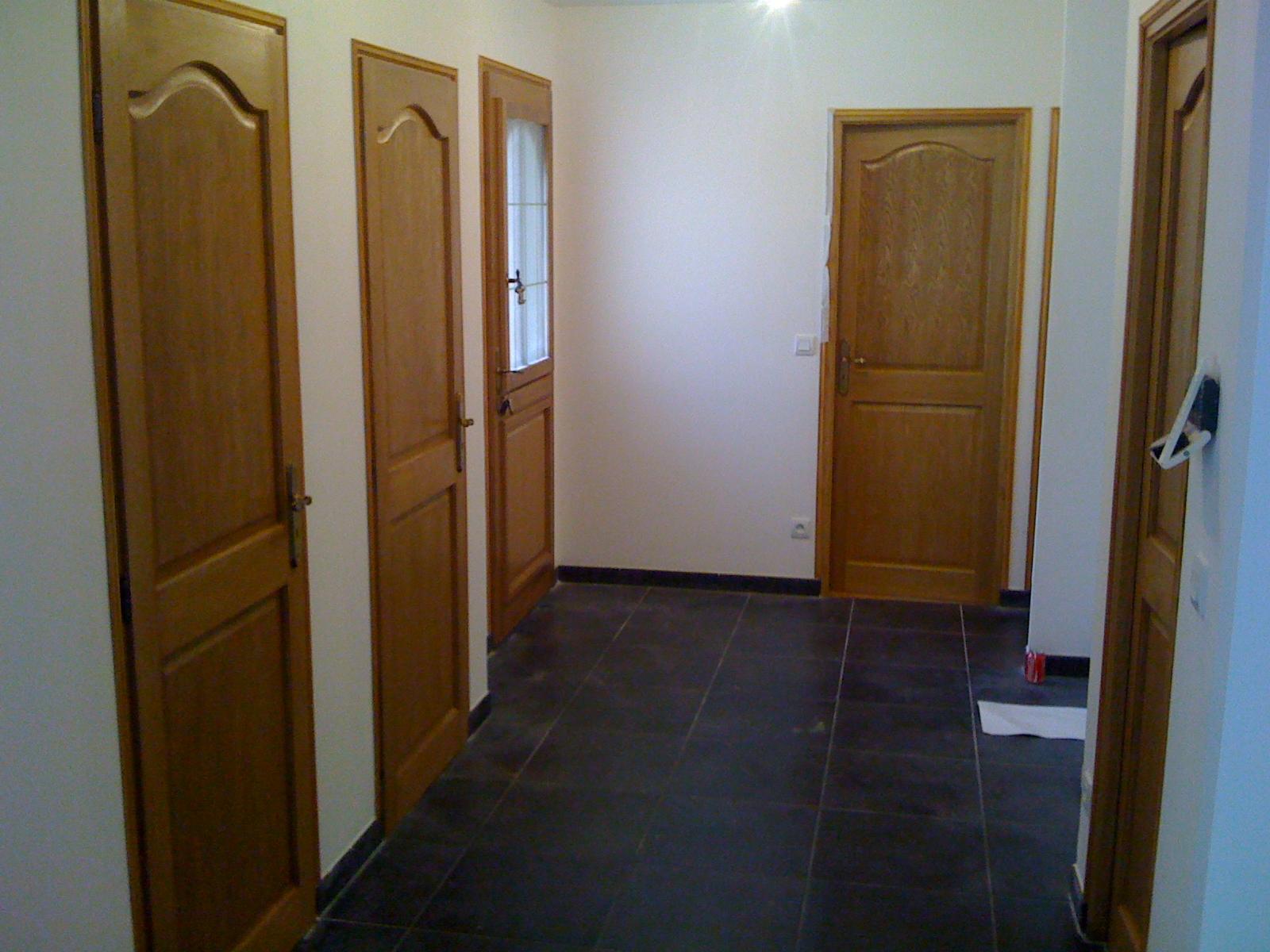 notre construction a bonneville la louvet pose du carrelage au sol entr e couloir cuisine. Black Bedroom Furniture Sets. Home Design Ideas