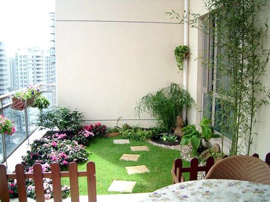 небольшой мини дворик на балконе