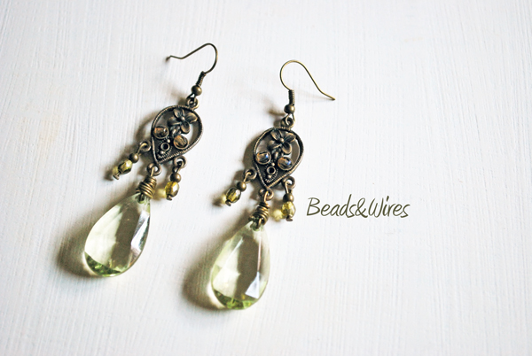 Orecchino verde beads