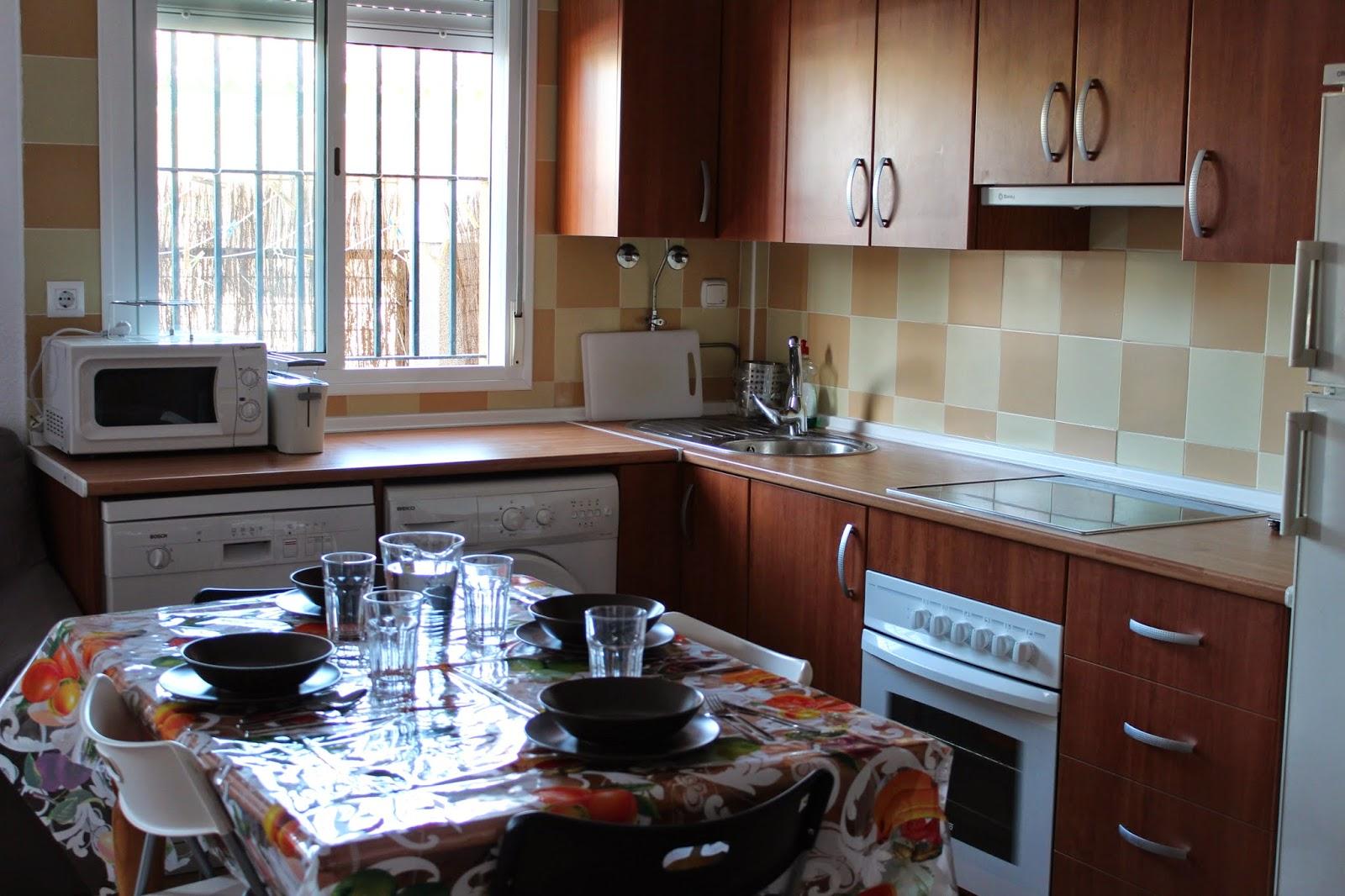 Apartamento en rota cadiz alquiler verano comedor for Alquiler piso rota verano