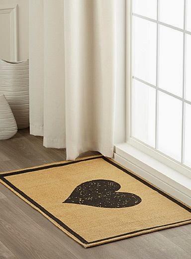http://www.simons.ca/simons/product/10157-1142500/Kitchen+&+Hall/Rustic+heart+floor+mat++60+x+90%C2%A0cm?/en/&catId=&colourId=99