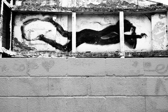 Espectro tras el muro