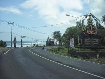 Lambang Kabupaten Jembrana di Pantai Yeh Leh