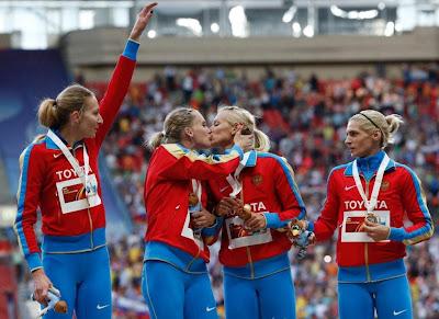 Atletas Russas dão beijo na boca no pódio