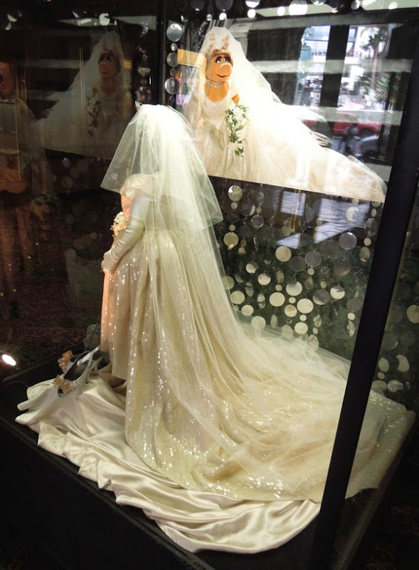 Muppets Most Wanted Miss Piggy Vivienne Westwood Wedding gown train