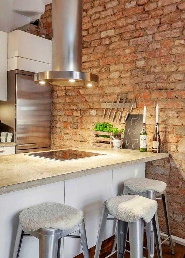 Interior] peque̱o apartamento con paredes de ladrillo Рvirlova style