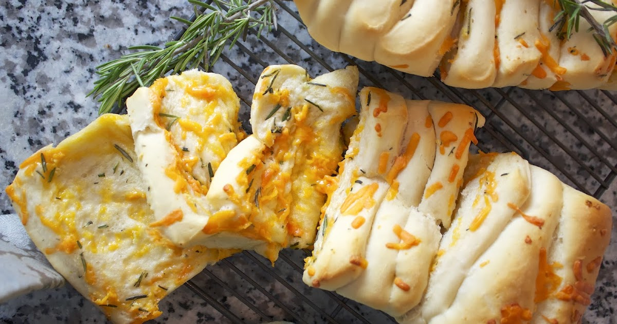 Thyme In Our Kitchen: Cheddar, Rosemary and Garlic Pull ...