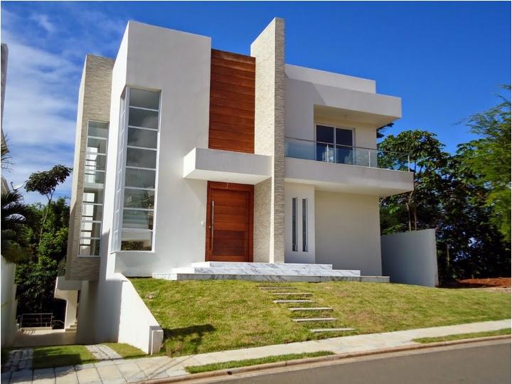 Fachadas de casas com cores claras off white super for Fachadas de viviendas pequenas