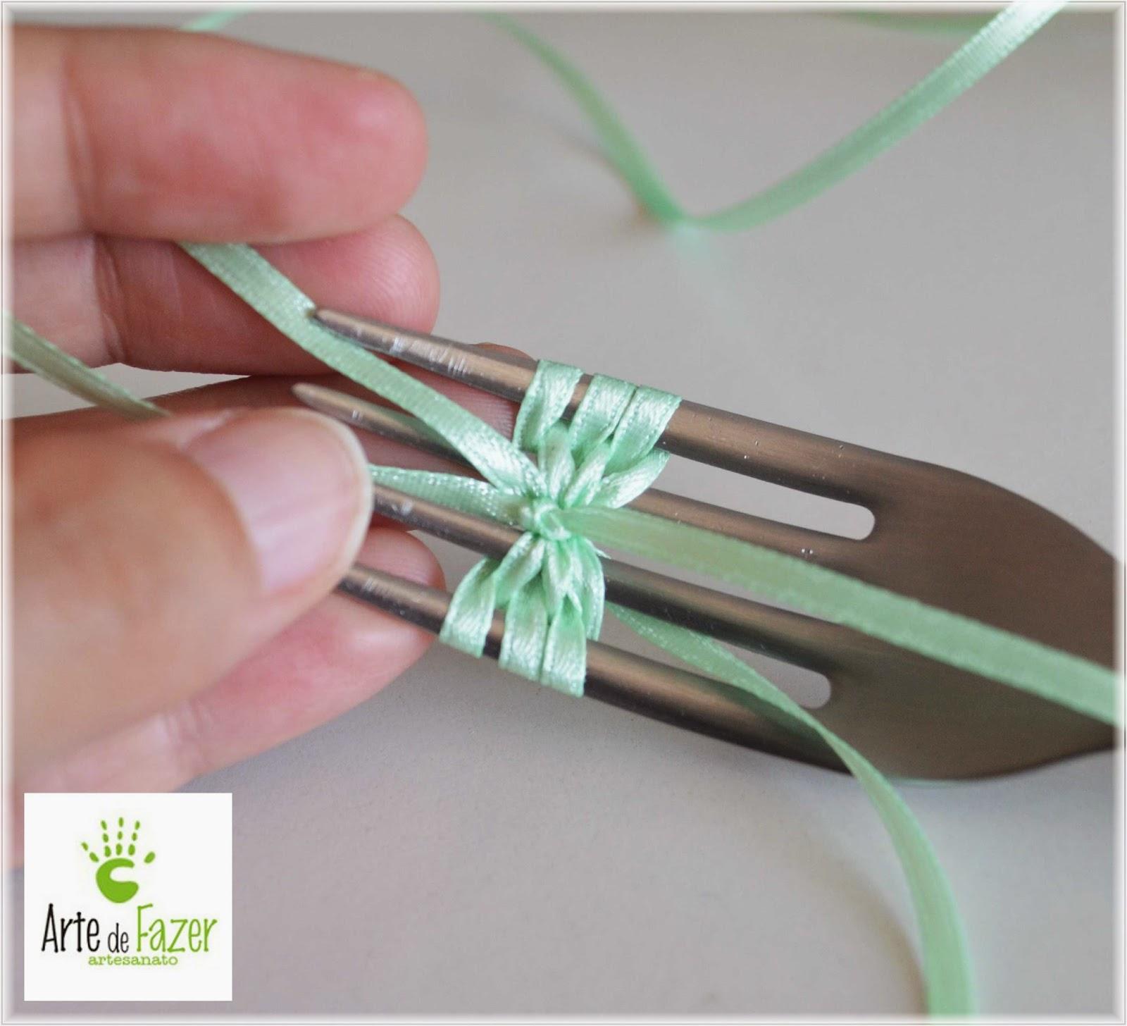 Como fazer laço de fita de cetim