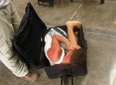reo intentando fugar dentro de una maleta