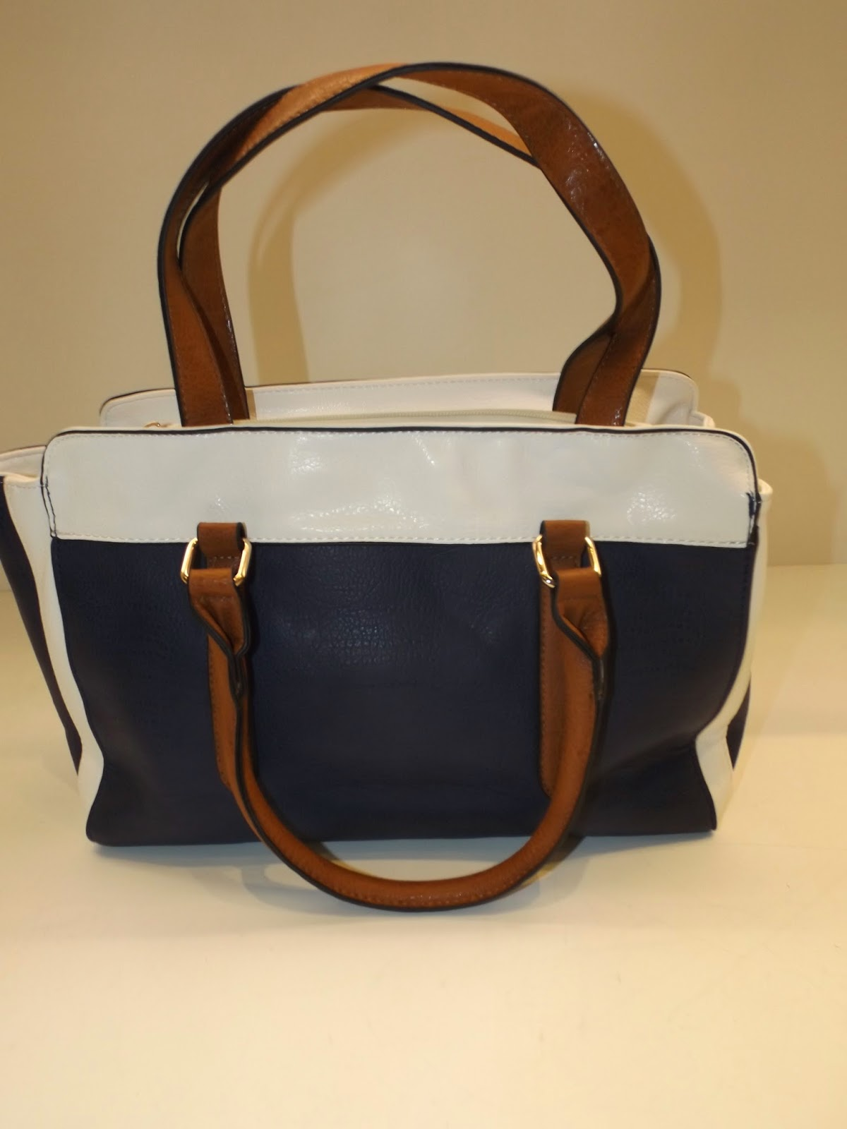 bolsa com alça de correntes, bolsa estilo chanel, bolsa quadrada, bolsa retangular, bolsa com estampa animal print, bolsa animal print, como usar, maxi bolsa, bolsa preta, bolsa nude, modelos de bolsas, bolsa de alça curta, bolsa alça longa