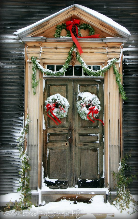 Yeowzers christmas doors porches some beautiful ideas for Door decoration xmas