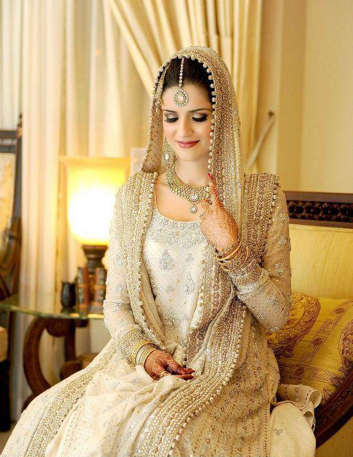 Long frocks pakistani dresses mehndi designs for Current wedding dress trends