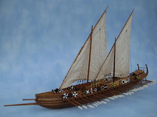 Gambar Kapal Layar Dromon miniatur
