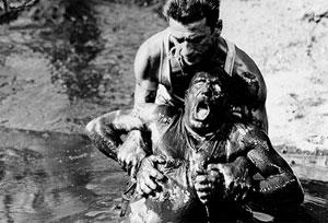Yves Montand y Charles Vanel en El salario del miedo