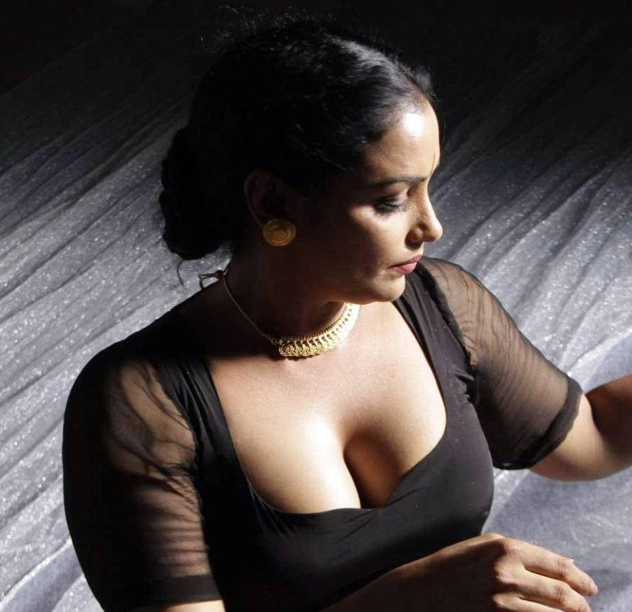 Indianactress boob show