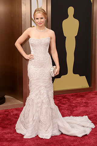 http://www.style.com/peopleparties/parties/slideshow/redcarpet-030214_oscars_2014/?iphoto=42