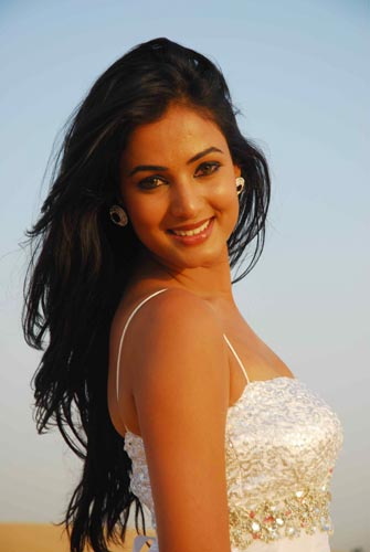 Sonal Chauhan Latest Hot Photos At Iifa Utsavam - Actress