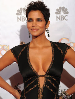 Halle Berry popular Hollywood actress cute photo 2011