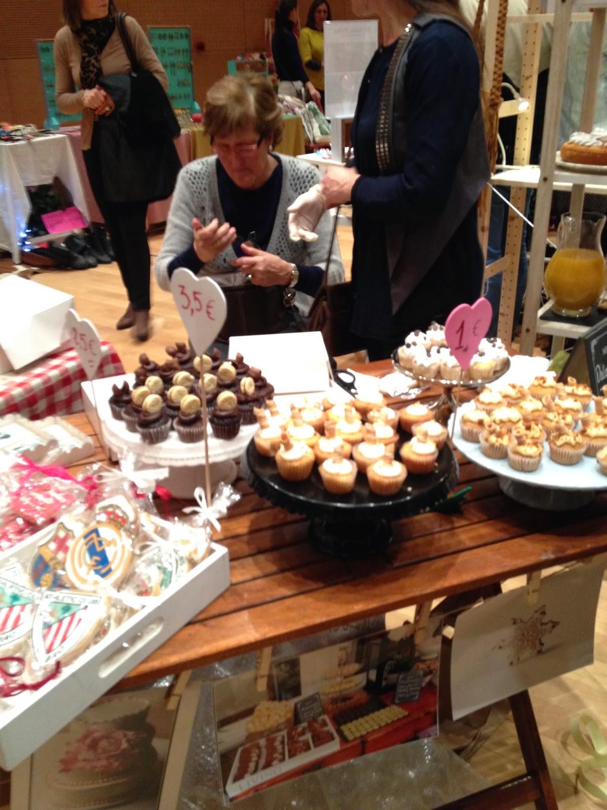 the sunday market Bilbao detalle puesto cupcakes