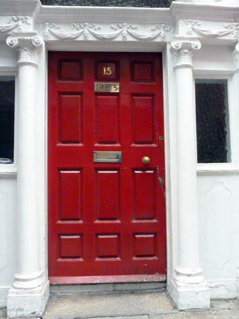 Puertas de colores en dubl n vero4travel - Cristales de colores para puertas ...