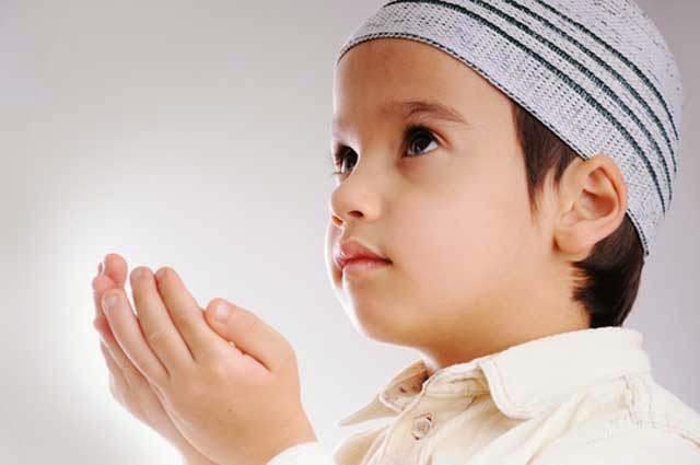 Gambar DP BBM Doa Islami Anak Laki-Laki Berdoa