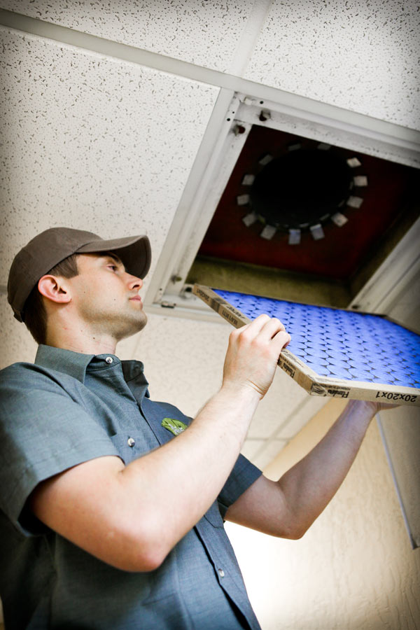 how to become a property maintenance manager