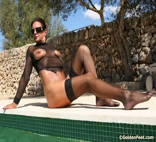 hot chicks - rs-19_c-753722.jpg