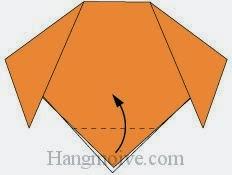 Bước 4: Gấp lớp giấy trên cùng của tờ giấy lên trên.