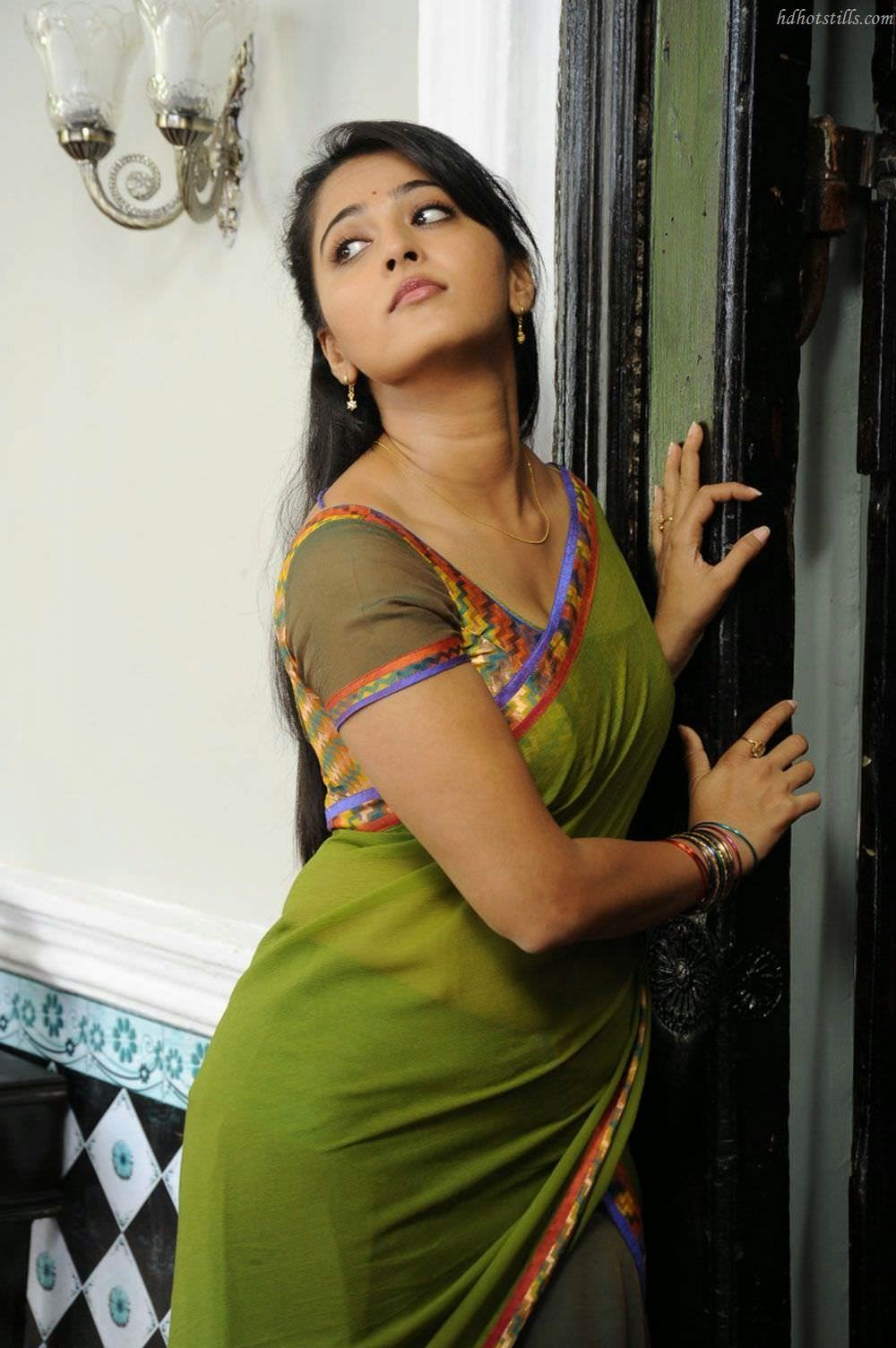 Anushka in sari
