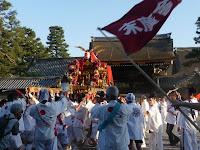 朔平門前で左右三ツづつある「大鈴」が自慢の末広神輿