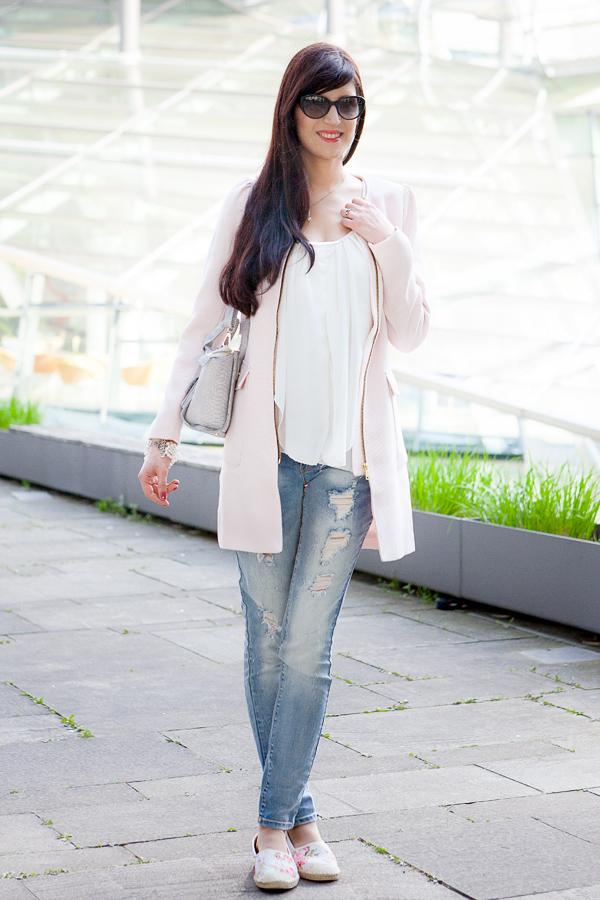 Bild Hannover, Fashionblogger, Streetstyle, Outfit, Rosa, Mantel, Destroyed Jeans, Sommer, Frühling, Kombination, Blogger,