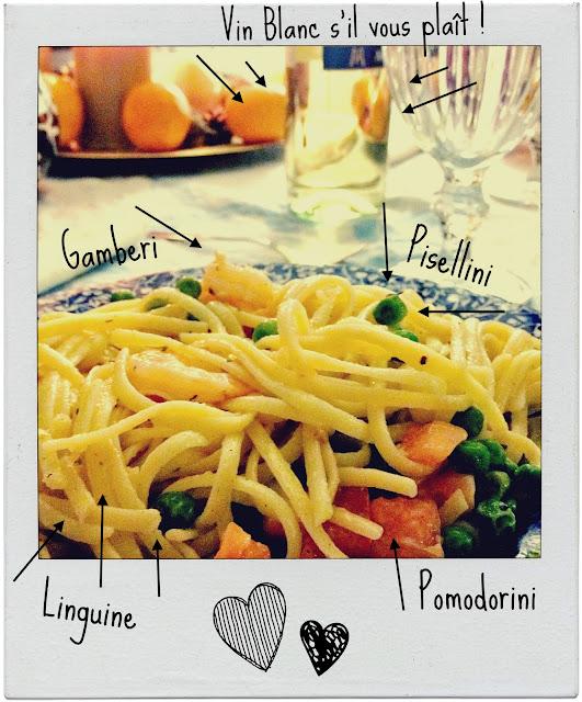 linguine gamberi, pomodori e piselli.