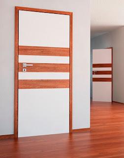 Drzwi z poziomymi pasami z paneli podłogowych od Classen