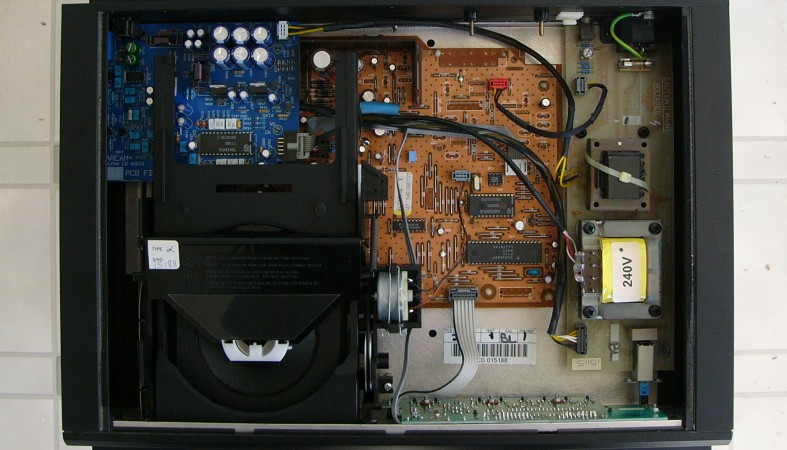 inside classic audio arcam alpha arcam alpha 7r i've owned two examples of this player, one was an arcam alpha, one was an arcam alpha there are only a few differences between the two models,