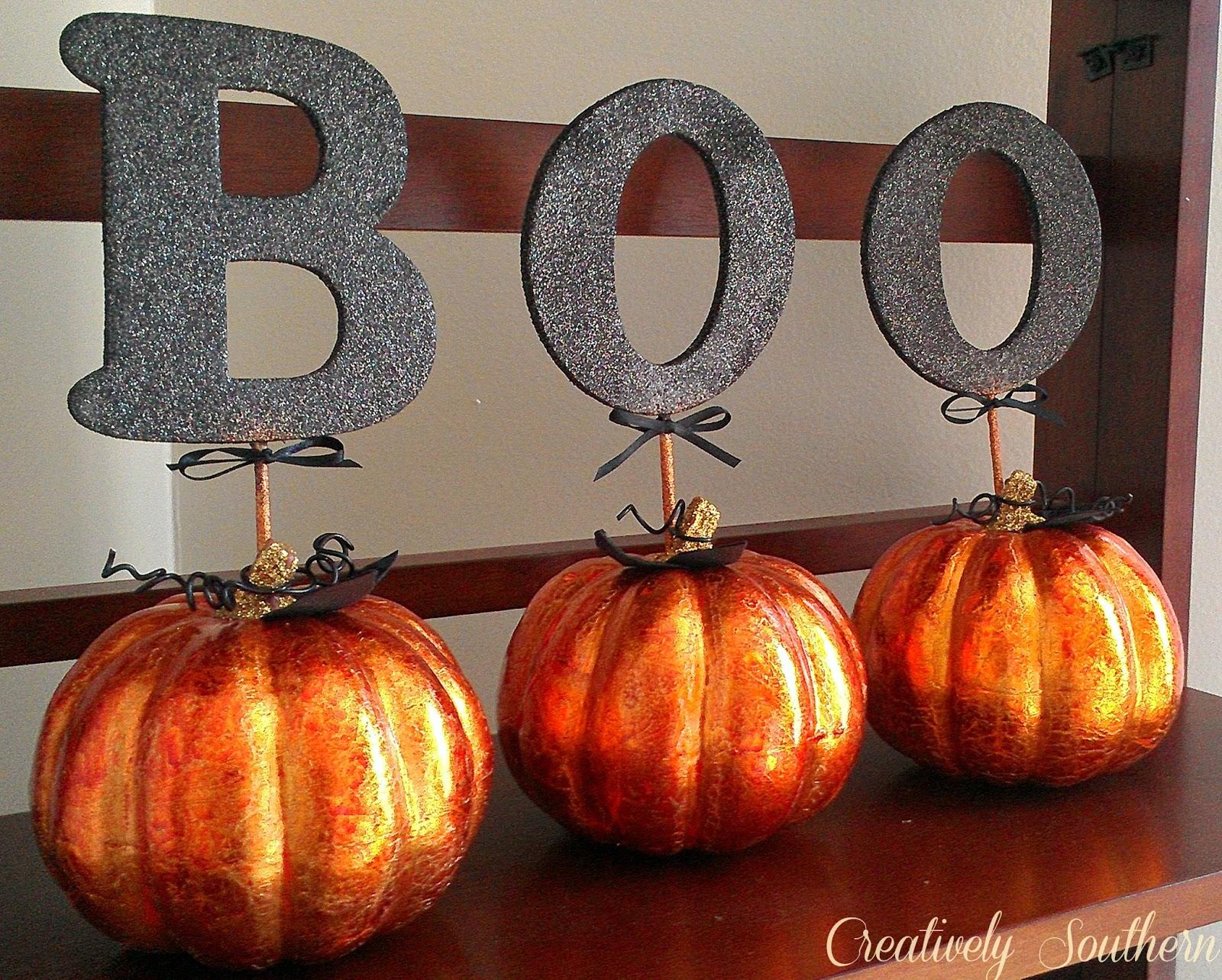 spray paint glitter pumpkins - Glitter Halloween Decorations