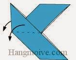 Bước 10: Gấp hai cạnh giấy xuống dưới sao cho vuông góc với mặt giấy còn lại.