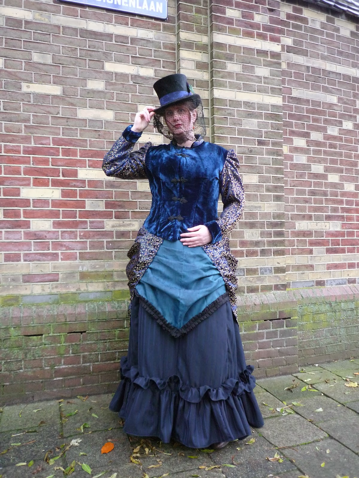 Costume diaries november 2013 see for yourself can you imagine that this is the first victorian costume solutioingenieria Gallery