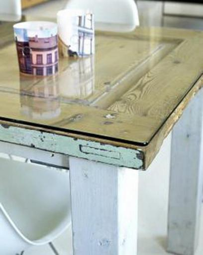Arte y arquitectura mesas con puertas recicladas for Decoracion con puertas antiguas